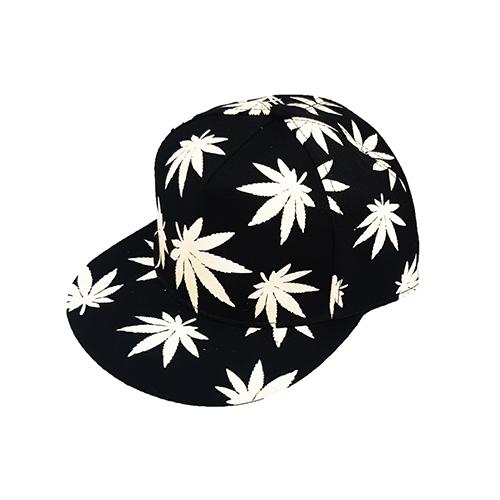 کلاه کپ مشکی طرح برگ